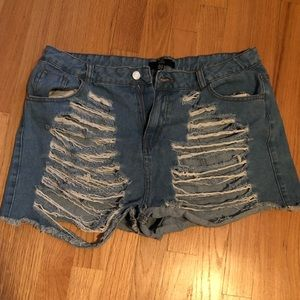Missguided distressed shorts- light denim